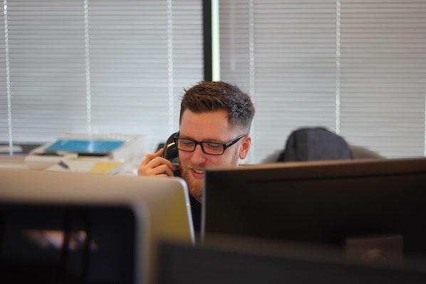 Plan d'appel : 5 étapes pour un premier appel de prospection réussi