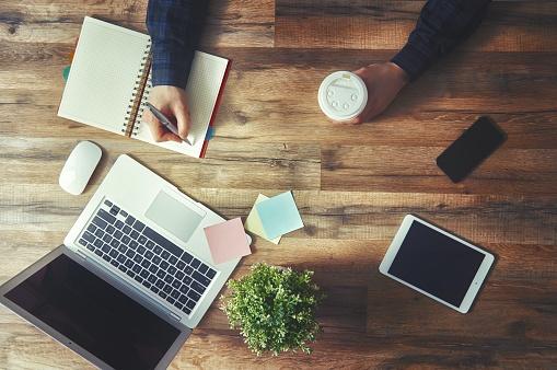 Pourquoi tenir un blog professionnel ? Les avantages marketing et commerciaux