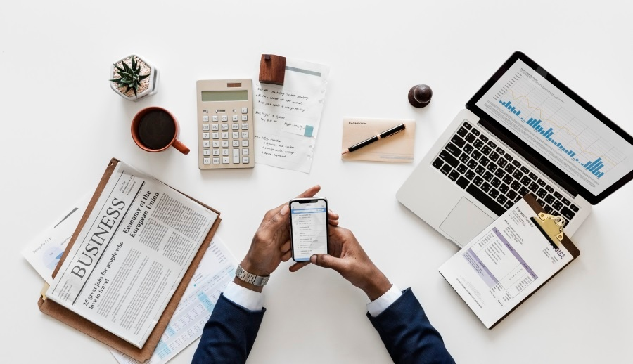 StockSnap_business-laptop