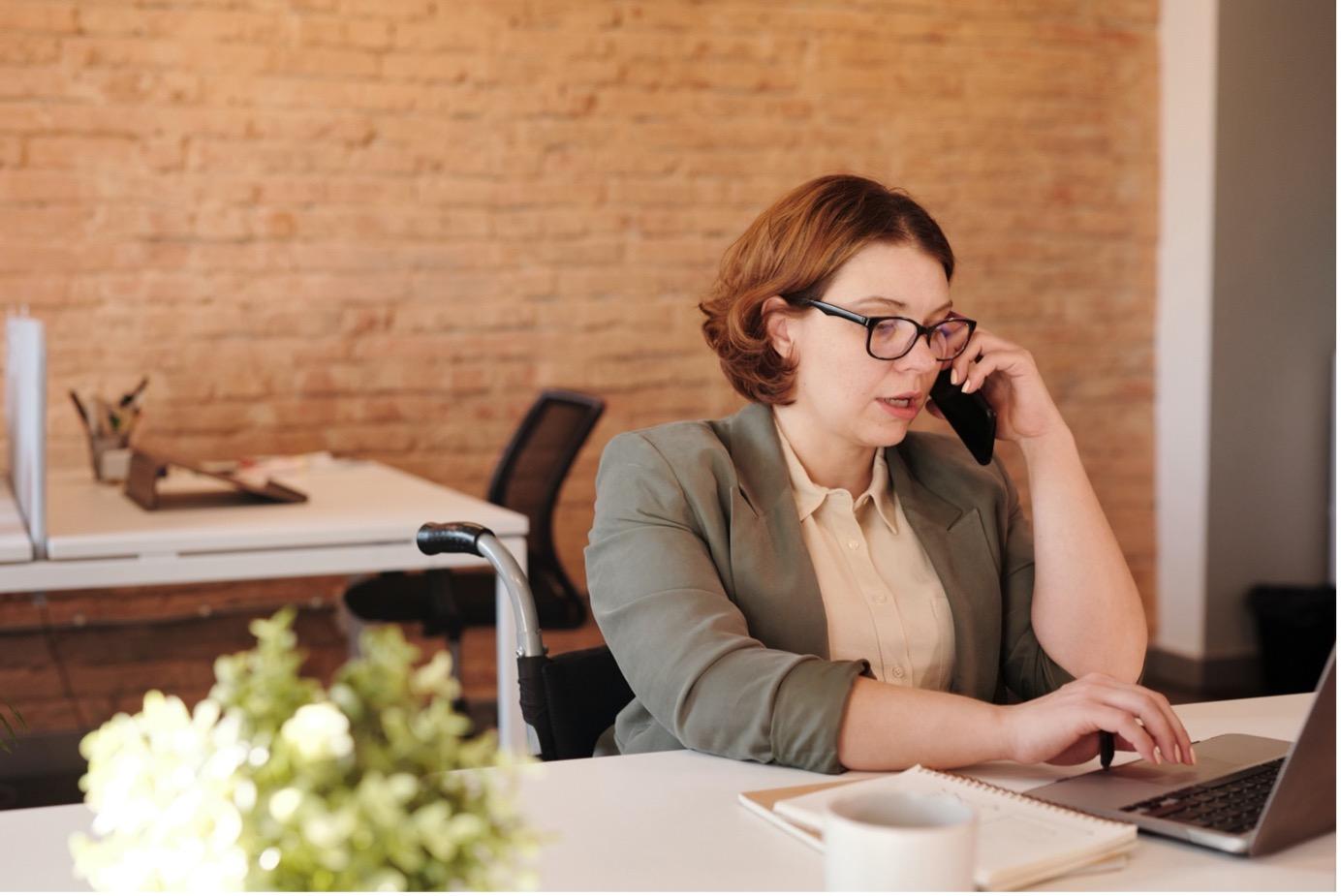 15 exemples de messages de répondeur professionnel pour commerciaux