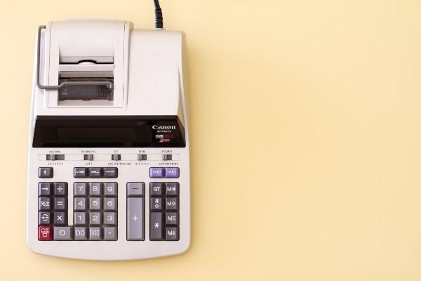 bilan comptable, machine à calculer